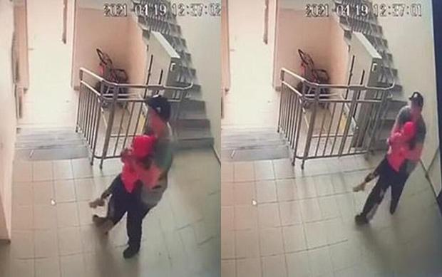 Bị người lạ theo dõi lôi đi cưỡng hiếp, bé gái phản ứng nhanh không chỉ tự cứu mạng mình, còn tống yêu râu xanh vào tù-2