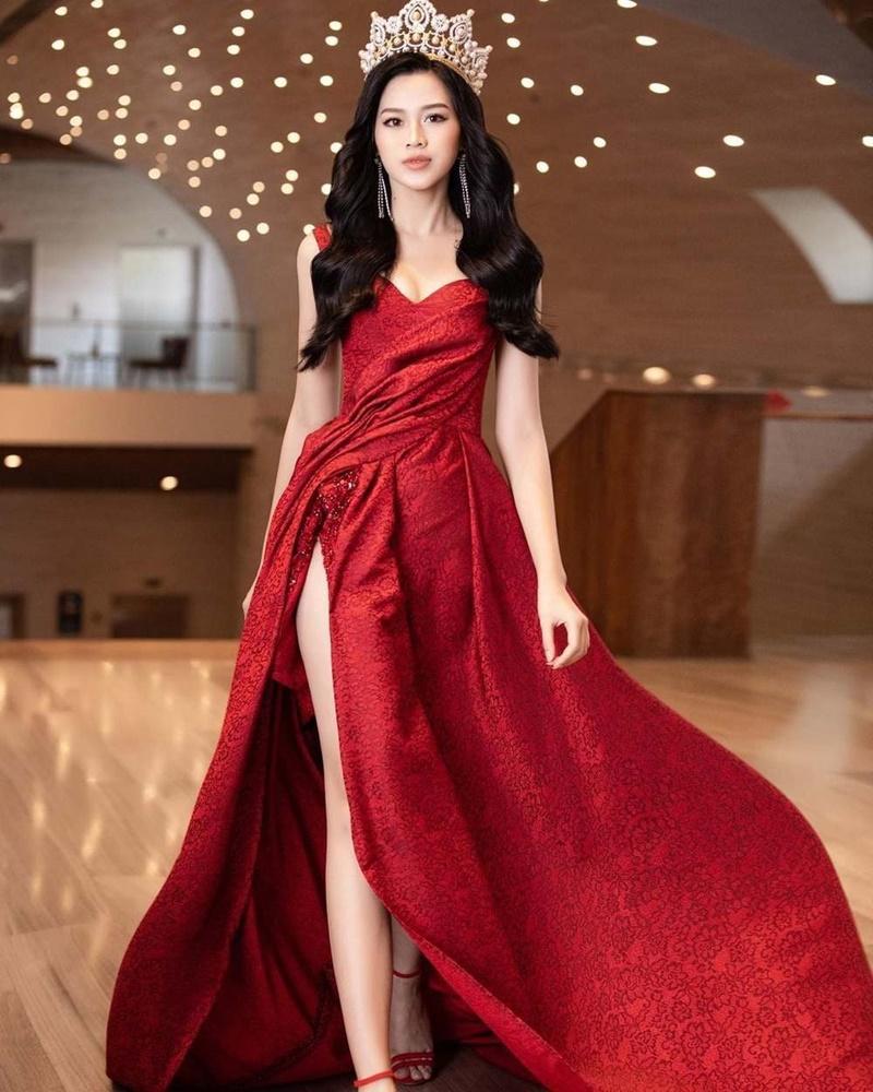 Netizen than vãn về gu thời trang của Đỗ Thị Hà: Khi nào hoa mới nở?-1