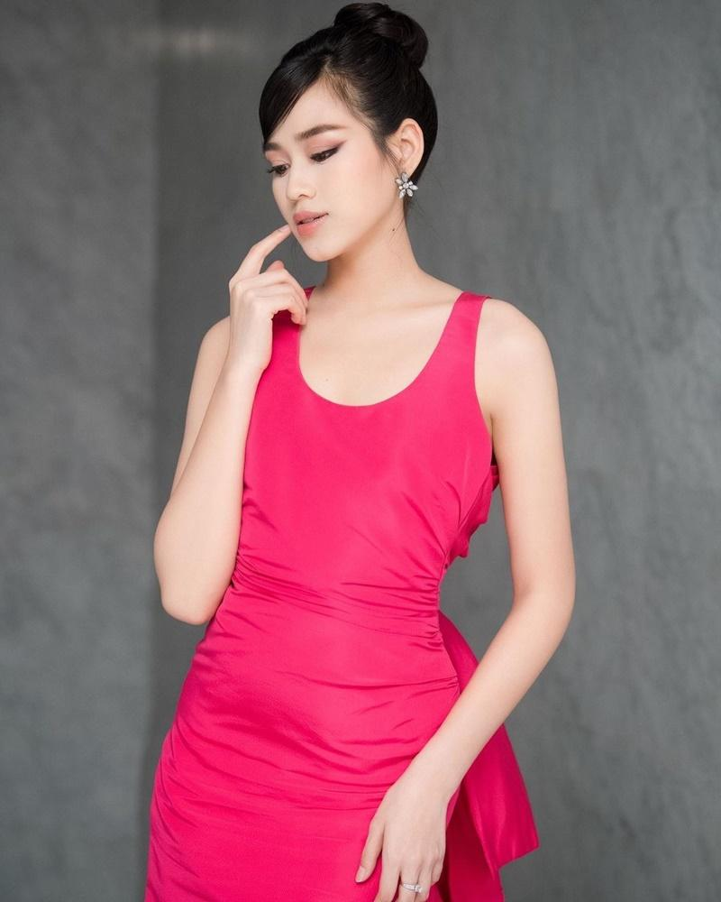 Netizen than vãn về gu thời trang của Đỗ Thị Hà: Khi nào hoa mới nở?-2