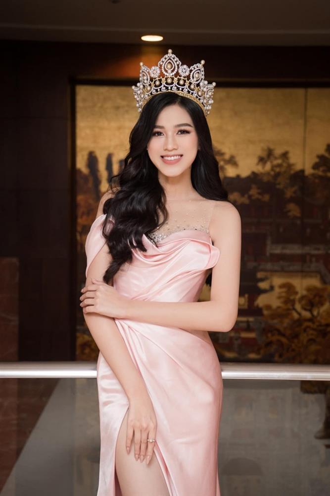 Netizen than vãn về gu thời trang của Đỗ Thị Hà: Khi nào hoa mới nở?-3