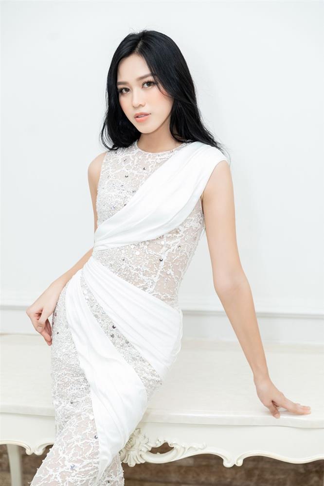 Netizen than vãn về gu thời trang của Đỗ Thị Hà: Khi nào hoa mới nở?-8