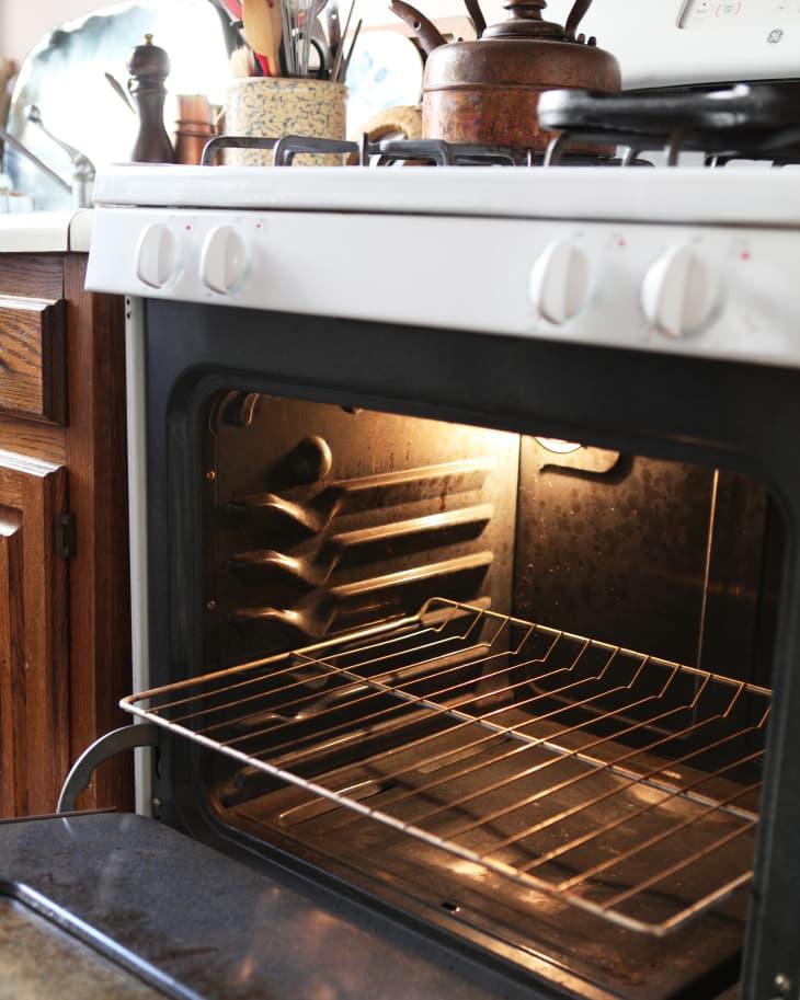 Điều cần biết về nút tự làm sạch của lò nướng, dùng thế nào để đảm bảo an toàn?-2