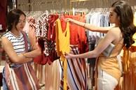 Thấy vợ mới của chồng cũ mặc cả chiếc váy, tôi liền bảo: 'Để chị mua tặng' và phản ứng bất ngờ từ cô ta