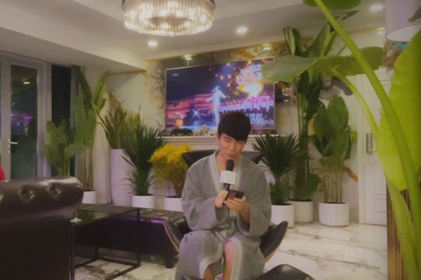 Nathan Lee lại livestream nửa đêm, khẳng định có bằng chứng Ngọc Trinh - Cao Thái Sơn ăn bám đại gia-1
