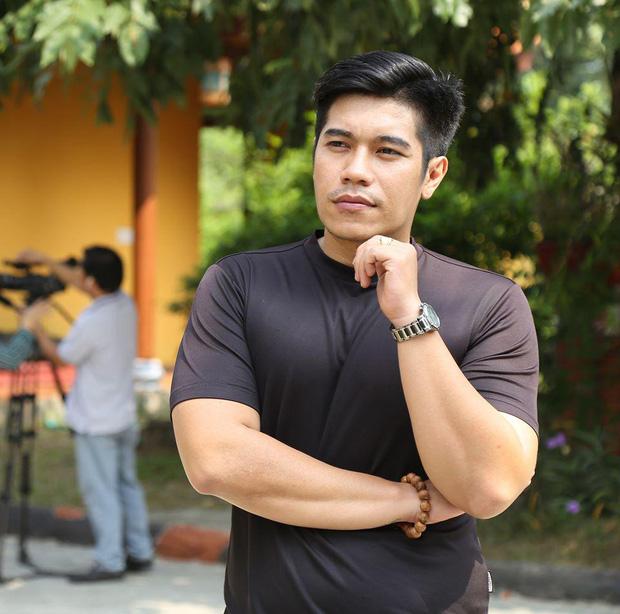 Rầm rộ nghi vấn nghệ sĩ Hồng Ánh bức xúc tố 1 nam diễn viên giả mù trong clip của ông Võ Hoàng Yên-9
