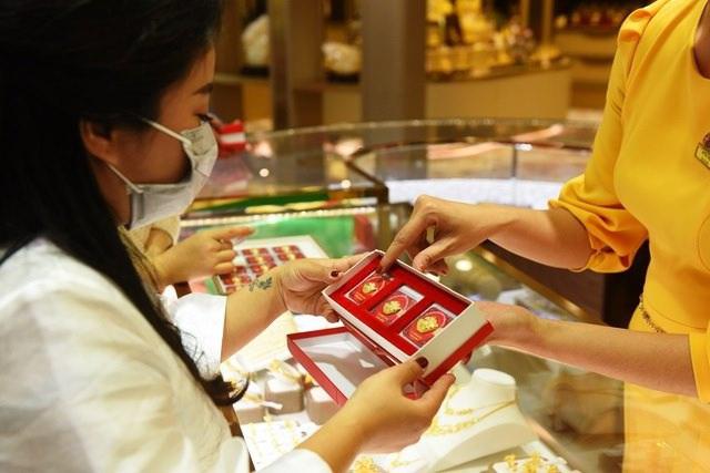 Giá vàng sụt giảm, chờ đáy để mua vào-1