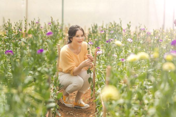 Lý Nhã Kỳ thu hoạch trái cây, hoa và rau củ trong khu vườn 50 ha ở Đà Lạt-11