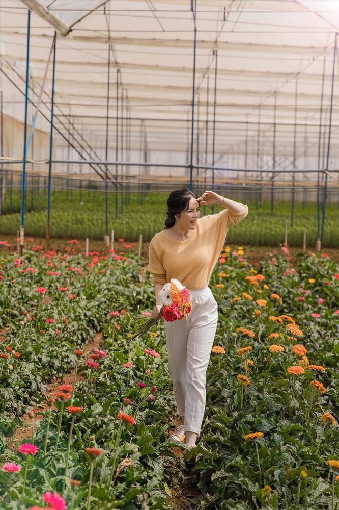 Lý Nhã Kỳ thu hoạch trái cây, hoa và rau củ trong khu vườn 50 ha ở Đà Lạt-12