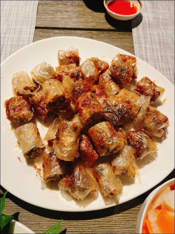 Diệp Bảo Ngọc vào bếp cũng đáng nể lắm, làm nem cua bể, canh sườn chua siêu hấp dẫn không thua gì ngoài hàng-3