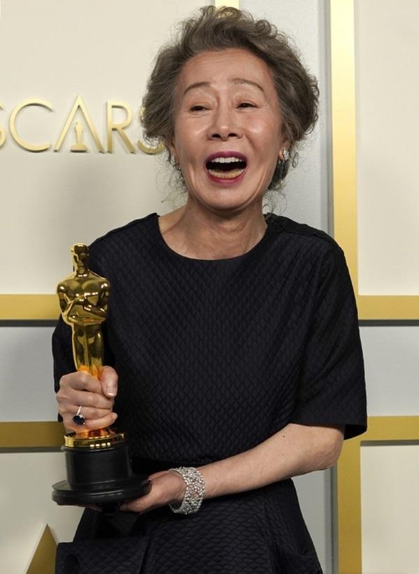 Cuộc đời cay đắng của ngôi sao 73 tuổi vừa giành giải Oscar: Bỏ tất cả theo chồng sang Mỹ rồi lại bị chính người đàn ông này công khai phản bội nơi đất khách quê người-1