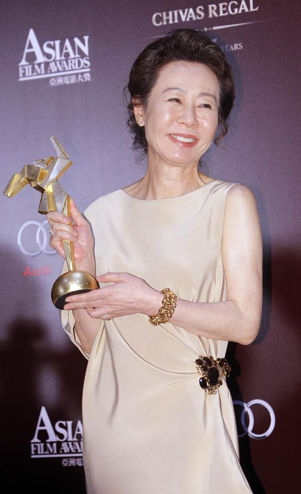 Ngẫm chuyện sao Hàn 73 tuổi đoạt giải Oscar: Cảnh 18+ đo sức hấp dẫn hay lời phát ngôn ngu ngốc của chồng cũ và bài học yêu cho phụ nữ-2