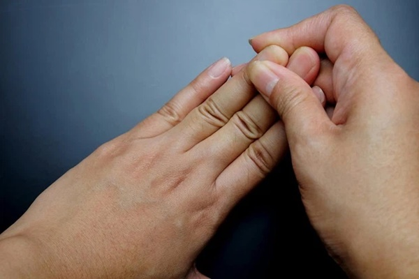4 đặc điểm xuất hiện trên móng tay là dấu hiệu cảnh báo bệnh tiểu đường-1