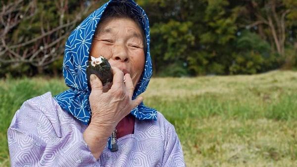 Cùng coi cơm là thực phẩm chính, tại sao người Nhật có tuổi thọ trung bình rất cao so với các nước? Hóa ra là nhờ 3 bí quyết-1