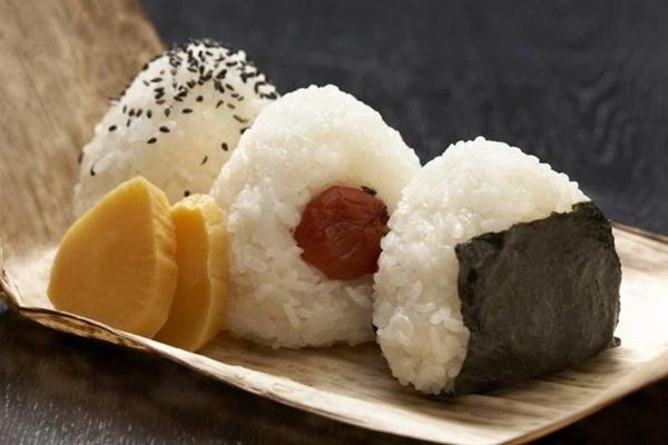 Cùng coi cơm là thực phẩm chính, tại sao người Nhật có tuổi thọ trung bình rất cao so với các nước? Hóa ra là nhờ 3 bí quyết-2