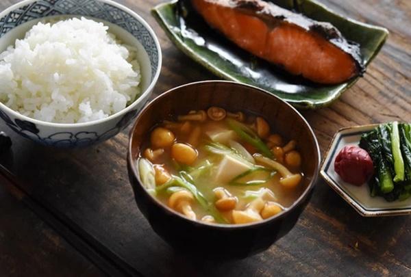 Cùng coi cơm là thực phẩm chính, tại sao người Nhật có tuổi thọ trung bình rất cao so với các nước? Hóa ra là nhờ 3 bí quyết-3