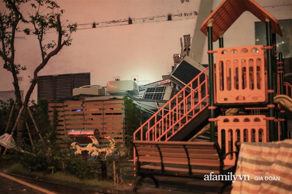 Hà Nội: Sập giàn điều hòa chung cư trong đêm, đúng vị trí sân chơi trẻ em khiến cư dân hoảng loạn-5