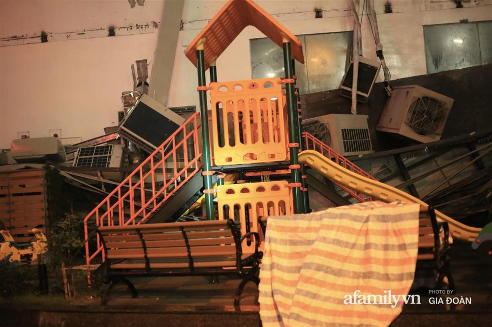 Hà Nội: Sập giàn điều hòa chung cư trong đêm, đúng vị trí sân chơi trẻ em khiến cư dân hoảng loạn-7