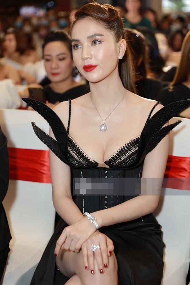 Ngọc Trinh khiến netizen khóc thét vì đeo lens giả trân-3