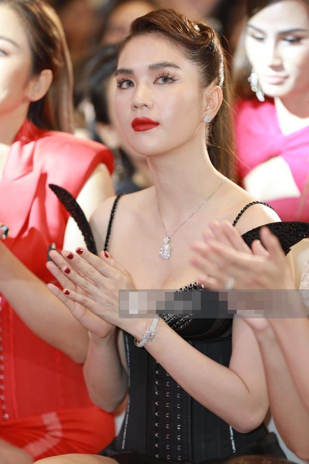 Ngọc Trinh khiến netizen khóc thét vì đeo lens giả trân-5