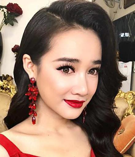 Ngọc Trinh khiến netizen khóc thét vì đeo lens giả trân-8