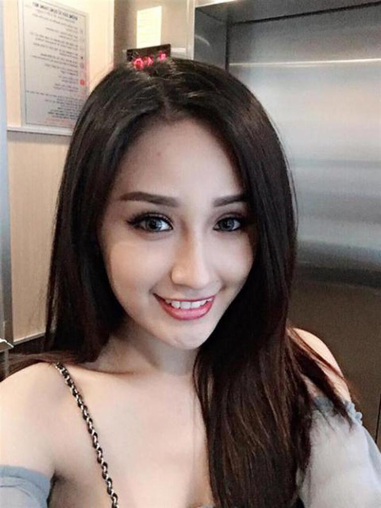 Ngọc Trinh khiến netizen khóc thét vì đeo lens giả trân-9