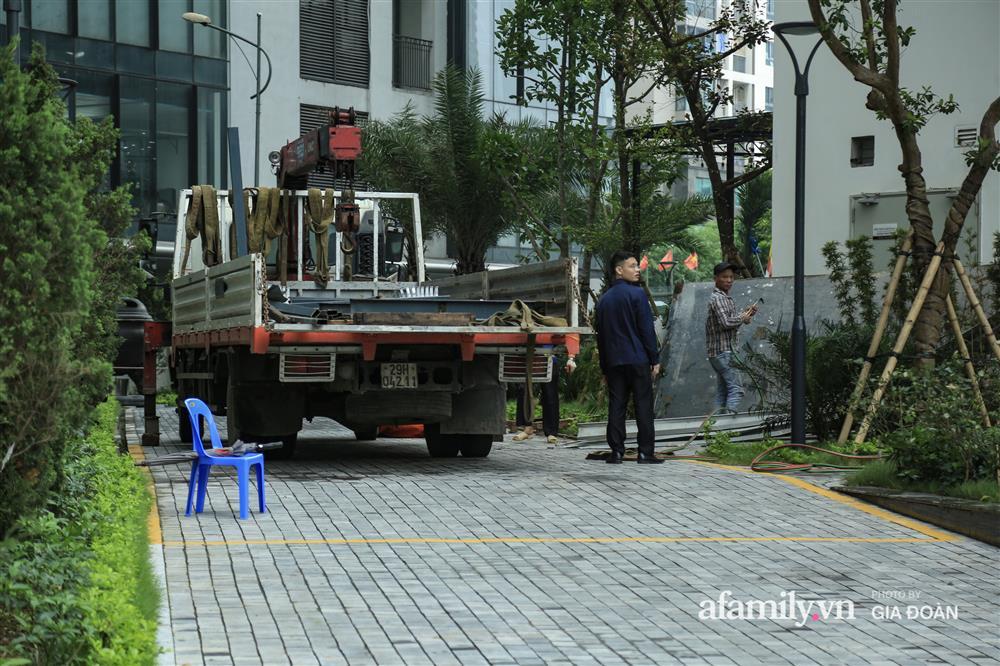 Vụ giàn cục nóng điều hòa đổ sập xuống sân chơi chung cư ở Hà Nội: Tử thần treo lơ lửng trên đầu trẻ nhỏ, chủ đầu tư bỏ chạy-1