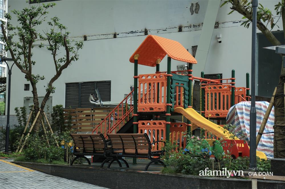 Vụ giàn cục nóng điều hòa đổ sập xuống sân chơi chung cư ở Hà Nội: Tử thần treo lơ lửng trên đầu trẻ nhỏ, chủ đầu tư bỏ chạy-3