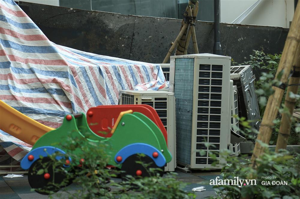 Vụ giàn cục nóng điều hòa đổ sập xuống sân chơi chung cư ở Hà Nội: Tử thần treo lơ lửng trên đầu trẻ nhỏ, chủ đầu tư bỏ chạy-4