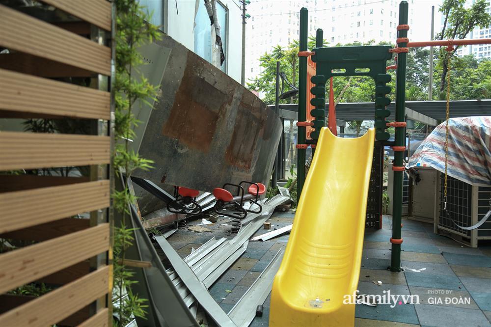 Vụ giàn cục nóng điều hòa đổ sập xuống sân chơi chung cư ở Hà Nội: Tử thần treo lơ lửng trên đầu trẻ nhỏ, chủ đầu tư bỏ chạy-6