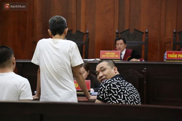 Ông trùm ma túy Văn Kính Dương cùng người tình Ngọc Miu cười tươi đến tòa, các bị cáo xin giảm nhẹ hình phạt-15