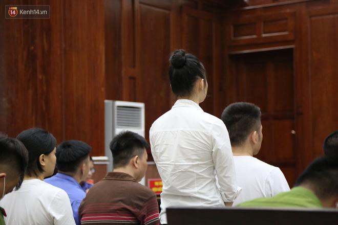 Ông trùm ma túy Văn Kính Dương cùng người tình Ngọc Miu cười tươi đến tòa, các bị cáo xin giảm nhẹ hình phạt-14