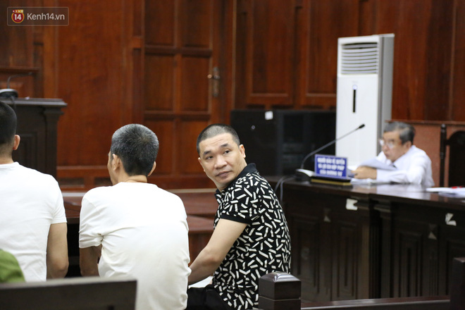 Ông trùm ma túy Văn Kính Dương cùng người tình Ngọc Miu cười tươi đến tòa, các bị cáo xin giảm nhẹ hình phạt-2