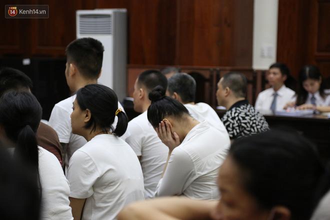 Ông trùm ma túy Văn Kính Dương cùng người tình Ngọc Miu cười tươi đến tòa, các bị cáo xin giảm nhẹ hình phạt-8