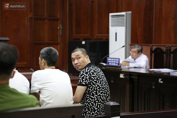Ông trùm ma túy Văn Kính Dương cùng người tình Ngọc Miu cười tươi đến tòa, các bị cáo xin giảm nhẹ hình phạt-6