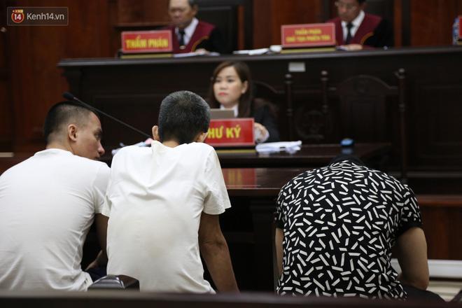 Ông trùm ma túy Văn Kính Dương cùng người tình Ngọc Miu cười tươi đến tòa, các bị cáo xin giảm nhẹ hình phạt-10