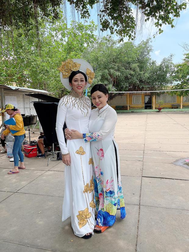 Bị vợ Dũng lò vôi réo tên căng đét, NS Hoài Linh lộ diện với màn giả gái xuất thần và thái độ gây chú ý bên NS Lê Giang-1