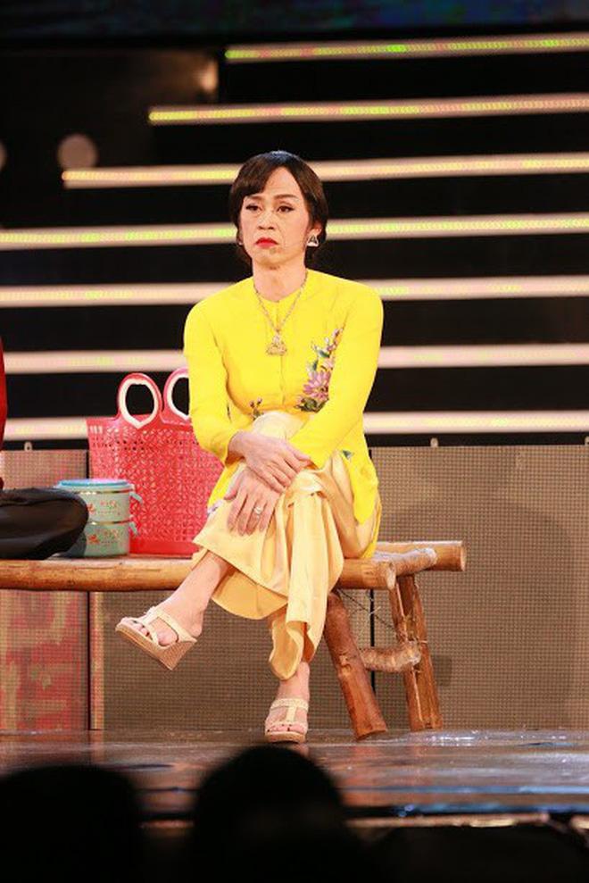 Bị vợ Dũng lò vôi réo tên căng đét, NS Hoài Linh lộ diện với màn giả gái xuất thần và thái độ gây chú ý bên NS Lê Giang-3