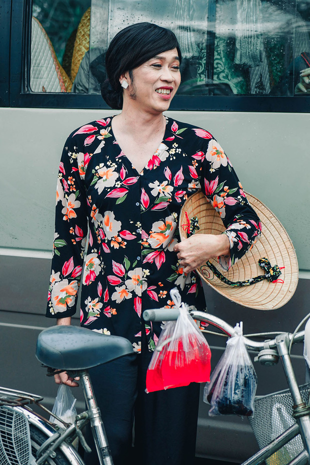Bị vợ Dũng lò vôi réo tên căng đét, NS Hoài Linh lộ diện với màn giả gái xuất thần và thái độ gây chú ý bên NS Lê Giang-4