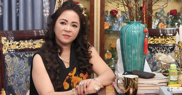 Bị vợ Dũng lò vôi réo tên căng đét, NS Hoài Linh lộ diện với màn giả gái xuất thần và thái độ gây chú ý bên NS Lê Giang-7