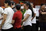 Kiểm sát viên nói về nụ hôn đắm đuối của Văn Kính Dương và Ngọc Miu tại tòa: Do lực lượng cảnh sát tư pháp lơ là-3