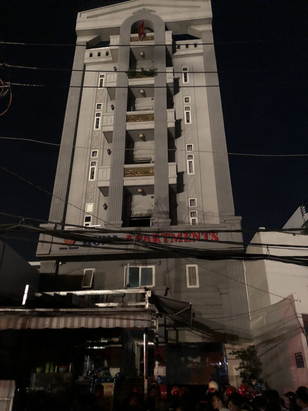 Cháy chung cư ở Sài Gòn, 24 người gồm người lớn và trẻ em mắc kẹt hoảng loạn kêu cứu-1