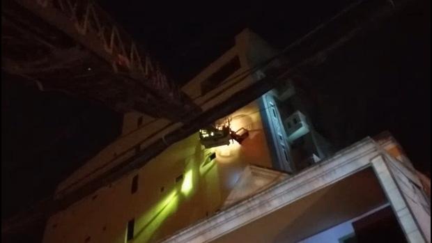 Cháy chung cư ở Sài Gòn, 24 người gồm người lớn và trẻ em mắc kẹt hoảng loạn kêu cứu-2