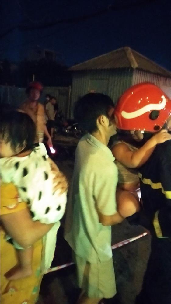 Cháy chung cư ở Sài Gòn, 24 người gồm người lớn và trẻ em mắc kẹt hoảng loạn kêu cứu-5