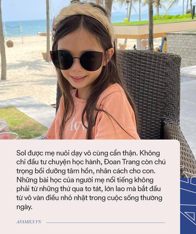 Đoan Trang dẫn con đi ăn nhưng lại bắt con trả tiền, bé nói 1 câu khiến mẹ phải móc ví, dân tình cứ nức nở khen cách dạy dỗ-3