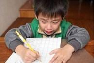 Con trai ngày đầu đi học đã khóc nức nở vì bị cô giáo phớt lờ, hỏi ra mới biết lý do bởi cái tên quá lạ không ai dám gọi