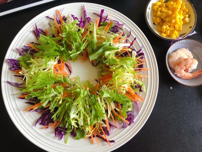 Mấy ngày nghỉ chị em đừng quên mỗi ngày ăn món salad này để giữ da căng dáng chuẩn nhé!-6
