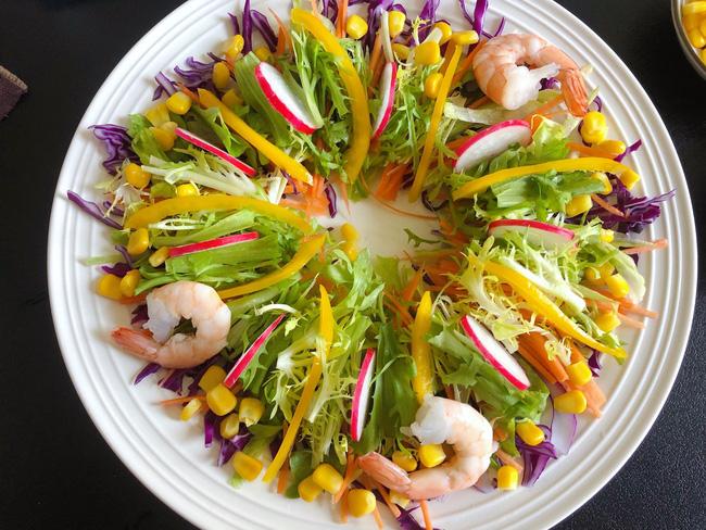 Mấy ngày nghỉ chị em đừng quên mỗi ngày ăn món salad này để giữ da căng dáng chuẩn nhé!-7