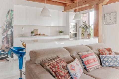 Căn hộ 2 tầng hiện đại và tiện dụng ở trung tâm thành phố được trang trí như một ngôi nhà nông thôn thanh bình-3