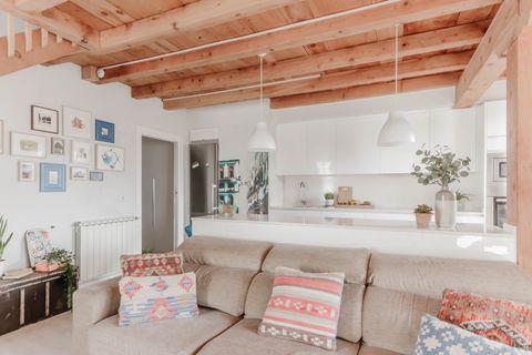Căn hộ 2 tầng hiện đại và tiện dụng ở trung tâm thành phố được trang trí như một ngôi nhà nông thôn thanh bình-4