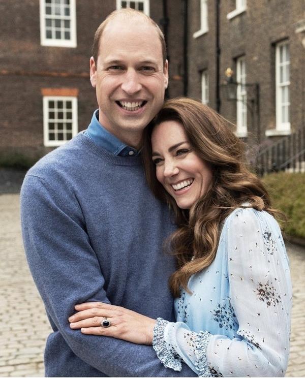Công nương Kate mặc váy cũ chụp ảnh kỷ niệm 10 năm ngày cưới, nhưng đây là bộ váy nhìn chán nhất tủ đồ của cô-2